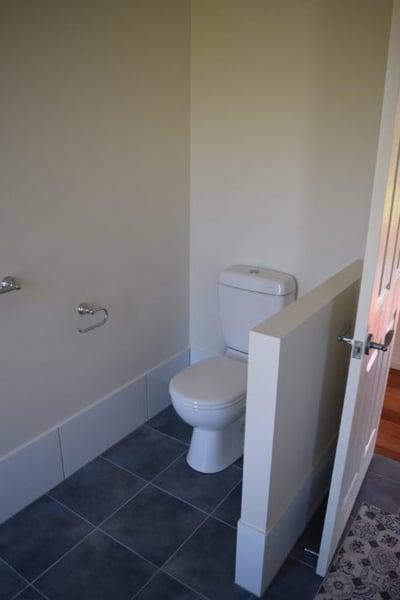 WHITE_-_bathroom_31-e1495608332130