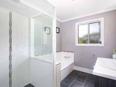 Reeves, Guyra - Bathroom